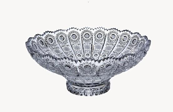 Skleněné mísy, dózy, talíře a koše z broušeného skla